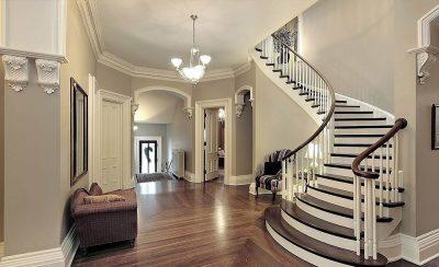 Красивые лестницы в загородных домах и коттеджах