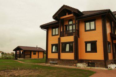 Покраска дома из профилированного бруса